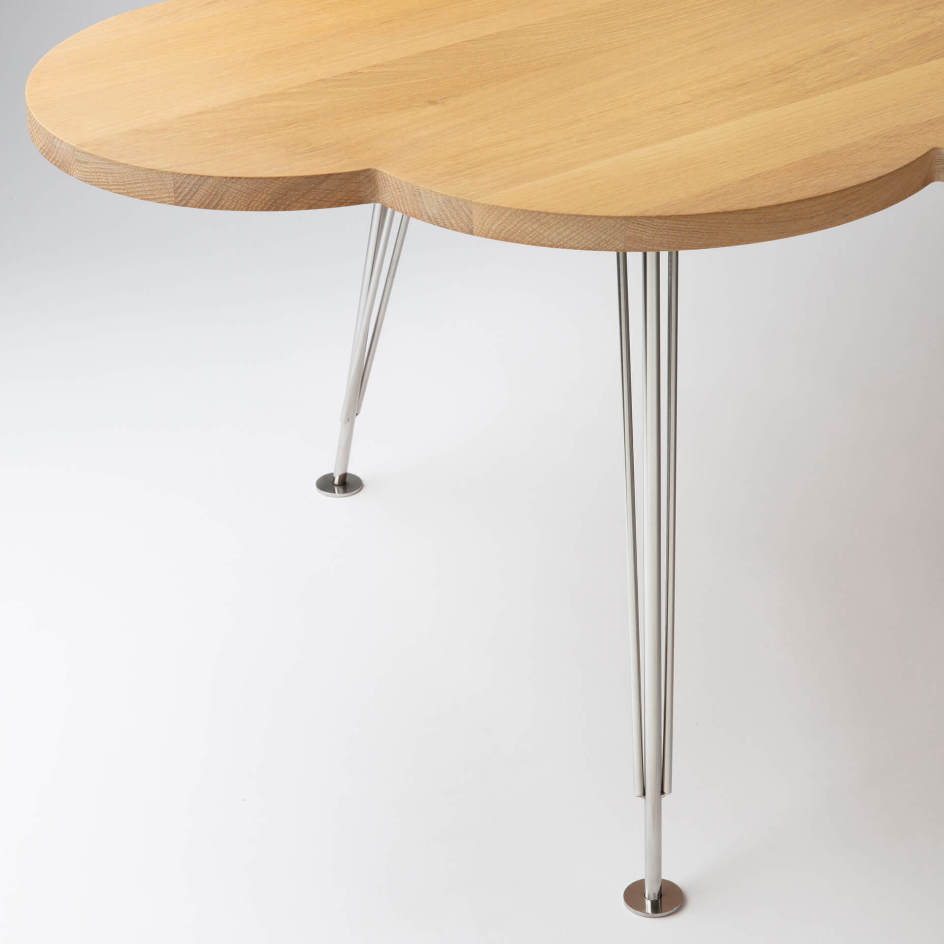 The Cloud Table – coffee table – oak – steel legs – Molnbordet